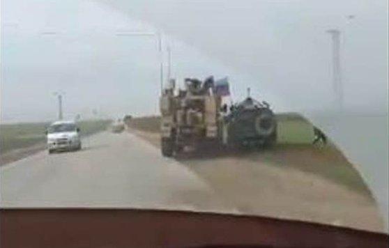 VIDEO: Momentul şocant când un blindat american intră, intenţionat, într-un vehicul militar rusesc în Siria