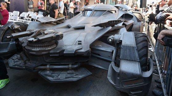 Poliţia din Moscova a ridicat o replică a maşinii lui Batman, găsită în centrul oraşului. Vehiculului îi lipsea un element esenţial