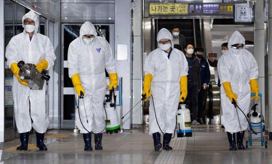 Măsuri ale britanicilor pentru o pandemie: Şcolile şi agenţiile de stat ar putea fi închise