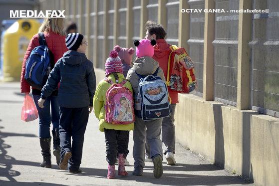 Cursurile sunt suspendate în unităţi de învăţământ din mai multe judeţe. Peste 2000 de copii sunt afectaţi