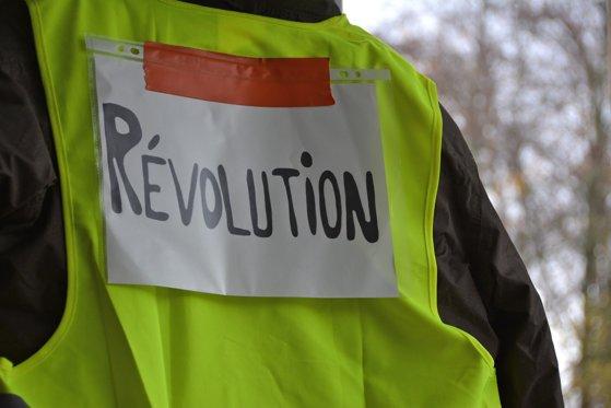 Guvernul francez a adoptat reforma pensiilor. Ameninţarea sindicatelor