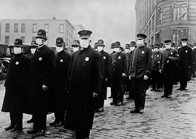 Al doilea val al gripei spaniole a ucis mai mulţi oameni decât primul. Ce putem învăţa de la pandemia din secolul trecut