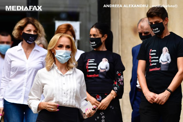 """Gabriela Firea, după ce Nicuşor Dan a anunţat anularea stimulentelor de 4.800 de lei pentru donatorii de plasmă: """"E crimă"""""""