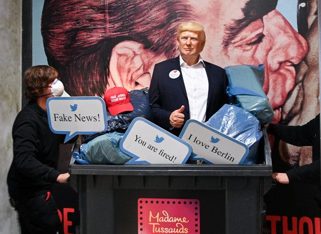 Donald Trump a fost scos în tomberon…de la Madame Tussauds din Berlin. Măsura a fost luată preventiv de conducerea muzeului, înaintea alegerilor din Statele Unite