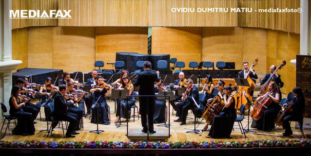 """Orchestra Filarmonicii Sibiu cântă în Piaţa Mare,în deschiderea """"Zilelor Muzicale Româno-Americane"""""""