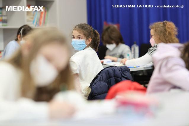 Program de monitorizare a calităţii aerului din şcoli. Senzori instalaţi în 17 unităţi de învăţământ din mai multe sectoare