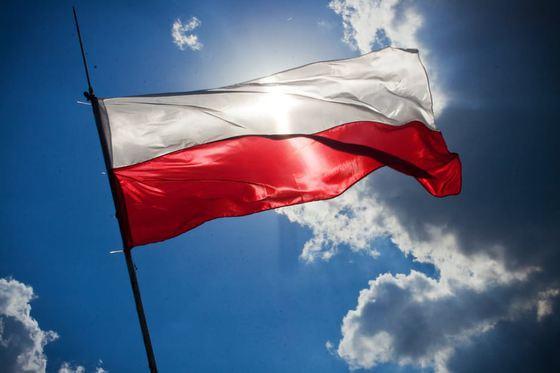 Se înmulţesc ofertele de reactoare pentru Polonia dependentă de cărbune în timp ce Estul face un front nuclear comun în faţa ofensivei verzi a Comisiei Europene